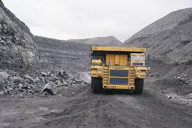 caminhão minerando